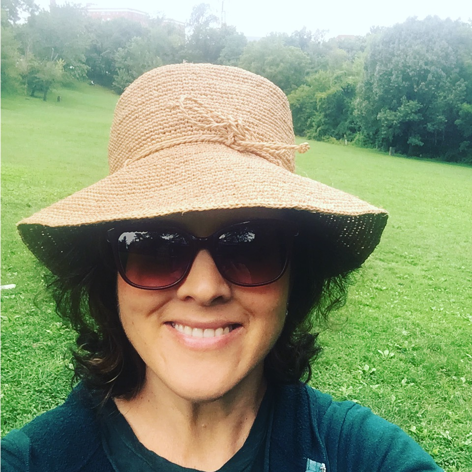 Ashley Koff RD outside wearing sun hat and sunglasses for detox article